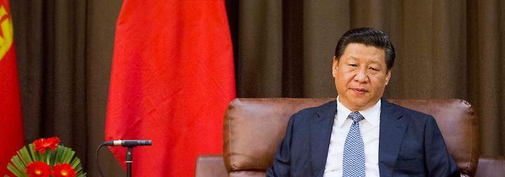 """Bei der """"Forbes""""-Platzierung spielt es unter anderem eine große Rolle, über wie viele Menschen eine Person Macht ausüben kann. Zu Recht also ergattert Xi Jinping  Platz drei als amtierender Staatspräsident des Milliardenstaates China."""