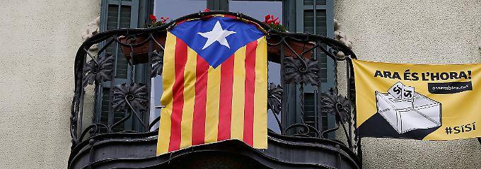 Die Farben Kataloniens am Balkon: Die informelle Befragung gilt als Stimmungstest für den Rückhalt der Unabhängigkeitsbewegung.