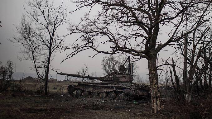 Ein Panzer der ukrainischen Armee bei Novosvetlovka.