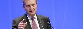 EU-Kommissar Günther Oettinger will den Breitbandband-Ausbau in der EU beschleunigen. Foto: Jörg Carstensen/Archiv
