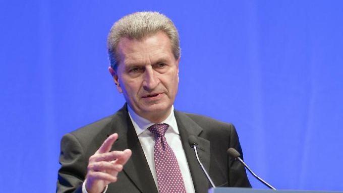 EU-Kommissar Günther Oettinger sieht das Heil im Wettbewerb. Foto: Jörg Carstensen/Archiv