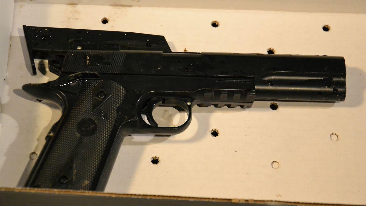 t dlicher irrtum in cleveland 12 j hriger wegen spielzeug pistole von polizei erschossen n. Black Bedroom Furniture Sets. Home Design Ideas