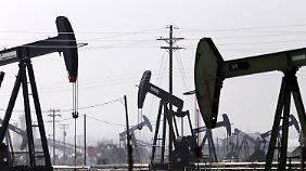 Der Ölpreis fällt und fällt. Die Welt schwimmt im schwarzen Gold. Amerika scheint auf den ersten Blick der größte Profiteur der neuen globalen Öl-Ordnung.