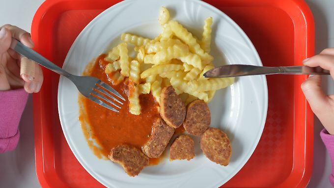 Zu wenig Gemüse, zu kurze Pausen: Studie erteilt deutschem Schulessen schlechte Noten