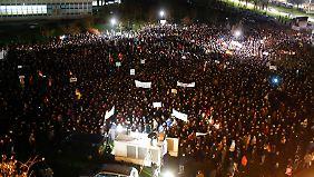 """""""Pegida""""-Anhänger fürchten, das Abendland könne """"überfremdet"""" werden."""