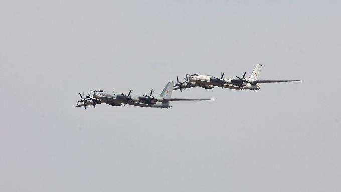 13 Militärmaschinen überfliegen die Ostsee - begleitet von Nato-Flugzeugen. (Archivbild)