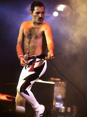 """Freddie Mercury 1984 bei der """"Works Tour"""" in der Londoner Wembley Arena."""