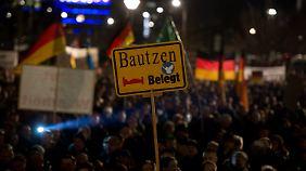 """""""Wir sind das Volk"""": 15.000 folgen Pegida-Aufruf in Dresden"""