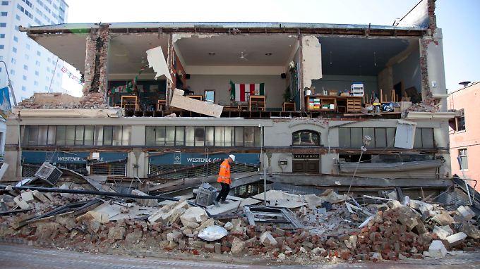 Es sieht aus wie nach einem Bombenanschlag, berichten Einwohner.