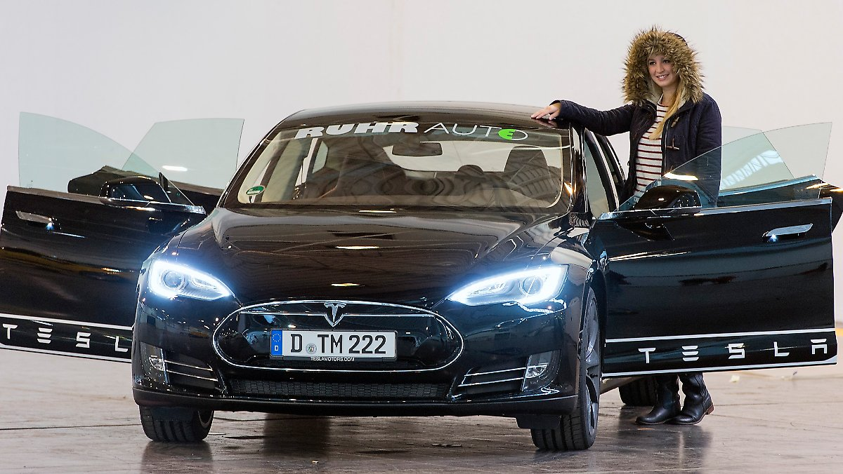 women 39 s world car of the year 2014 frauen stehen auf dicke dinger n. Black Bedroom Furniture Sets. Home Design Ideas