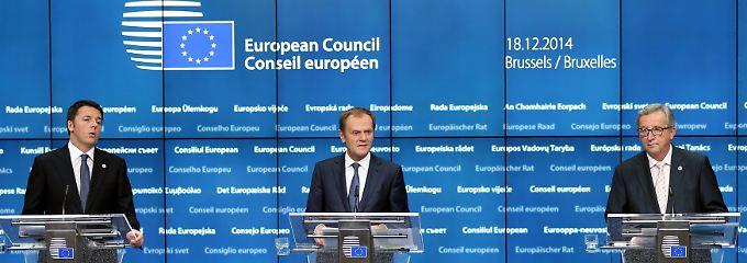 """""""Die neue Art, die Dinge beim Gipfel zu erledigen"""": EU-Ratspräsident Donald Tusk (M., hier mit Italiens Premier Matteo Renzi, l., und Kommissionspräsident Jean-Claude, r.) macht kurzen Prozess."""