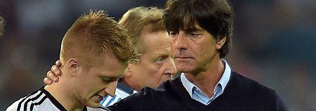 Einer der Besten: Bundestrainer Joachim Löw mit Marco Reus.