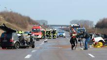 Die Polizei untersuchte am Morgen die Unfallstelle.