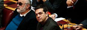 Der Kandidat der Regierungskoalition, Stavros Dimas (r.), verfehlte im griechischen Parlament die notwendige Mehrheit.