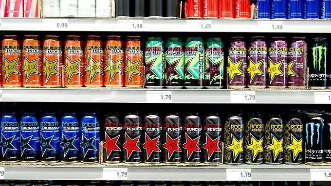 Bunt, aber nicht unbedingt gesund: Energy-Drinks in einem Getränkemarkt.