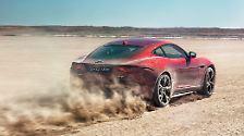 Der F-Type war für Jaguar ein Instant-Hit: Das Design im Stile des legendären E-Type, die Reduzierung aufs Wesentliche und die temperamentvollen Sechs- und Achtzylinder. Weil das Modell aber auch Begehrlichkeiten in schneereicheren Gegenden der USA weckt, bietet Jaguar für jede Motorversion 2015 auch einen Allradantrieb an.