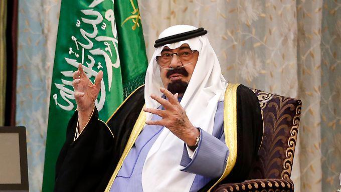 Bei seinem Zusammentreffen mit US-Präsident Barack Obama im März 2014 wurde König Abdullah durch einen Schlauch mit Sauerstoff versorgt.