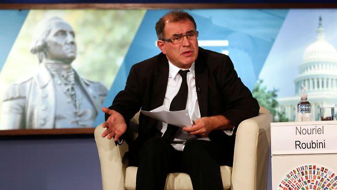 Star-Ökonom Nouriel Roubini legt sich wieder ins Zeug. Hier im August 2014 bei einer Podiumsdiskussion von IWF und Weltbank in Washington.