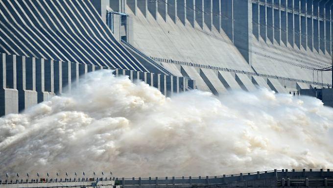 Der Drei-Schluchten-Damm ist das größte Wasserkraftwerk der Erde.