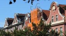 Häusergiebeln in der Potsdamer Charlottenstraße.