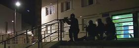 Großeinsatz in Reims: Beamte einer Anti-Terroreinheit gehen in Reims in Stellung.