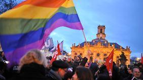 Pegida erhält Zulauf in Dresden: 100.000 zeigen Flagge gegen Intoleranz