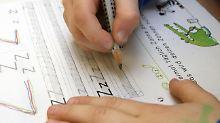 Zum Lernen muss jeder mit der Hand schreiben.
