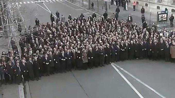 Vereint einsam: Staatschefs inszenieren Schein-Demo für die Kameras