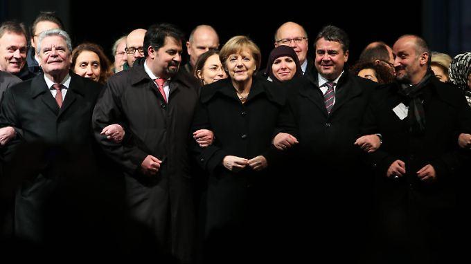 """Berliner Mahnwache gegen Terror: """"Wir schenken euch nicht unsere Angst"""""""