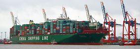 Präzisionsarbeit am Kai: CSCL Globe legt perfekt im Hamburger Hafen an