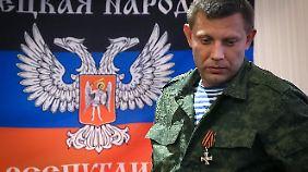 Für Separatistenführer Sachartschenko ist die Lage klar: Die Ukraine bereitet sich auf einen Krieg vor.