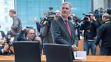 Ziercke vor der öffentlichen Anhörung im Edathy-Untersuchungsausschuss.