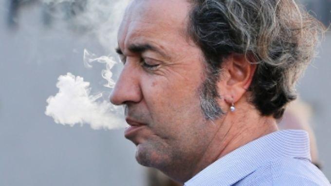 Auch Oscarpreisträger Paolo Sorrentino unterzeichnete einen offenen Brief der italienischen Filmbranche. Darin wird das Verbot als Einschränkung der Meinungsfreiheit gewertet.