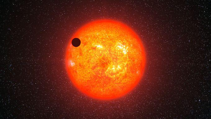 Eine Illustration von Gliese 1214b, der um seinen Heimatstern kreist. Gliese 1214b ist eine Supererde, rund 42 Millionen Lichtjahre von uns entfernt.