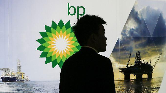 Preise im Sinkflug: Immer mehr Ölkonzerne streichen Jobs