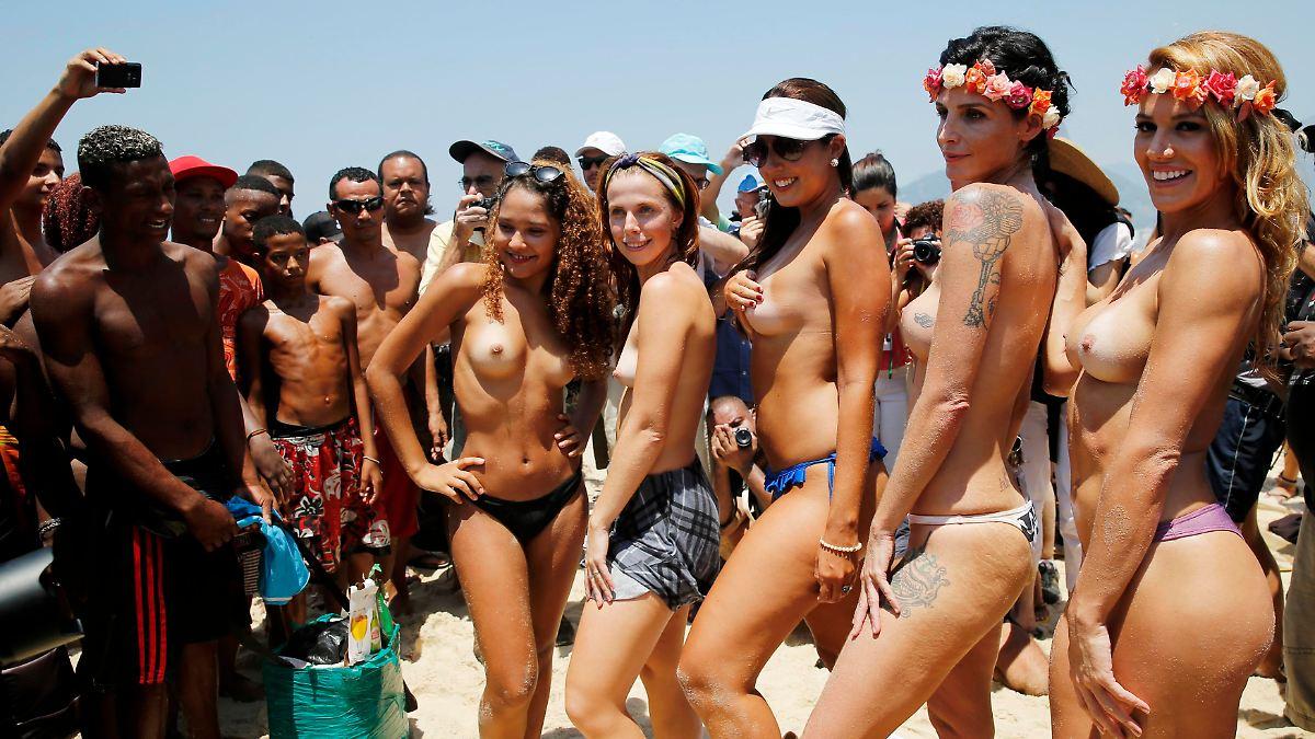 smukke kvinder uden tøj ninja sex party