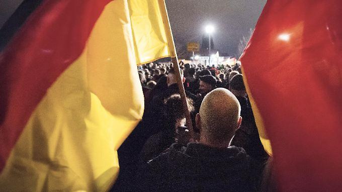 Für Pegida und Co. gehen Tausende auf die Straße - jeden Montag.