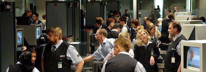 Das Nadelöhr im Flugverkehr: Wer abheben will, muss vorher durch die Sicherheitskontrollen (Archivbild).