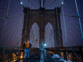 Am Abend ist es am schönsten auf der Brooklyn Bridge.