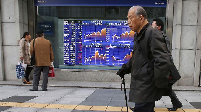 Die Japaner geben weniger Geld aus.