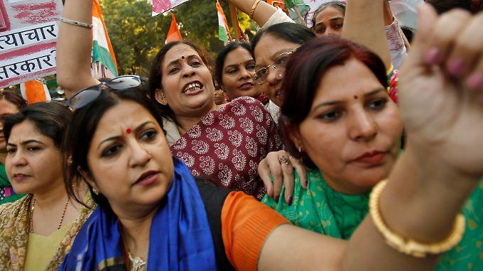 In ganz Indien demonstrierten im Herbst Frauen, nachdem eine Frau als Fahrgast in einem Uber-Taxi vergewaltigt wurde.