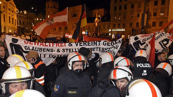 """""""Glaubens- und Stellvertreterkriege"""" in Österreich? In Wien kommt Pegida nicht voran."""
