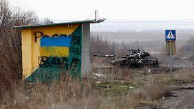 In Deckung: Ein Panzer der ukrainischen Armee.