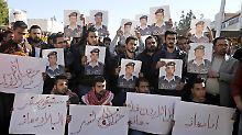 """""""Wir sind alle Muas"""": In Amman gedenken die Menschen der grausam ermordeten IS-Geisel Muas al-Kasasba."""