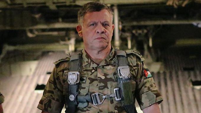 König Abdullah II. in Kampfmontur. Angeblich erwägt er, sich an Luftschlägen gegen den IS zu beteiligen.