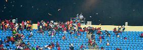 Chaos beim Afrika-Cup: Hubschrauber trennt Fußball-Fans