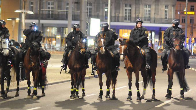 Polizisten bei einer Legida-Demo Ende Januar.