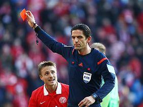 Rote Karte, was sonst? Deniz Aytekin schickt Loris Karius in die Kabine.