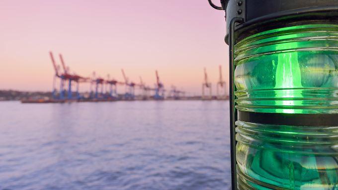 Die Stadt Hamburg will die Elbvertiefung, um den Hafen zukunftsfähig zu machen.