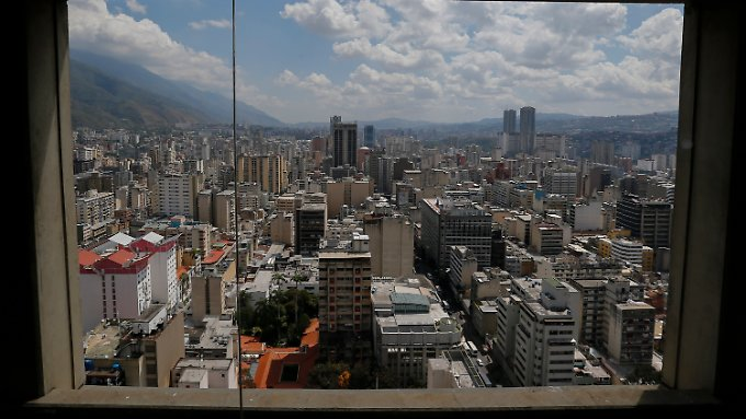 Blick aus dem Fenster der venezolanischen Zentralbank auf Caracas: Nelson Merentes entlässt die Umtauschkurse in die Freiheit.